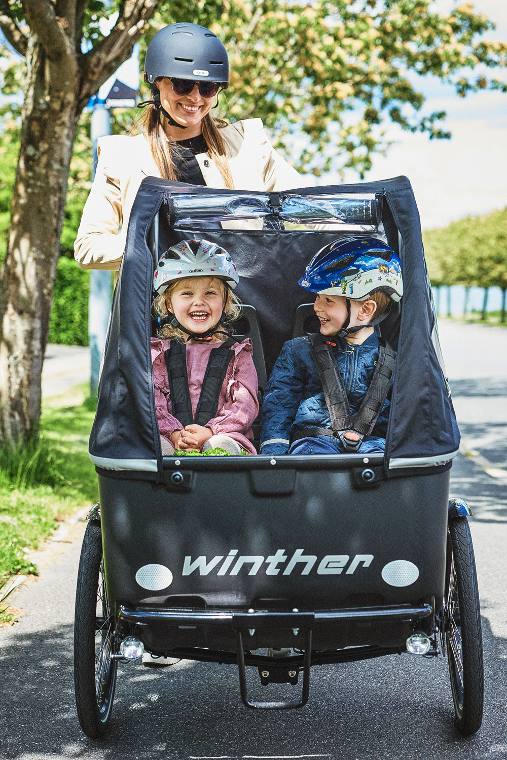 Winther Cargoo front closeup laughingkids